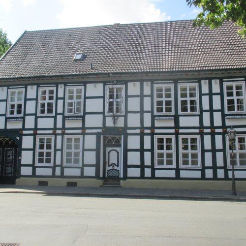 Maler Bielefeld, Denkmalpflege: Restaurierung einer historischen Fachwerkfassade in Herford durch Stenner und Keitel
