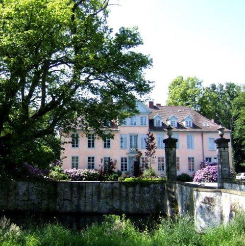 Maler Bielefeld, Denkmalpflege: Neufassung und Verputz der Fassaden von Schloss Engershausen in Preußisch Oldendorf mit Kalkputz im Jahr 1993 durch Stenner und Keitel