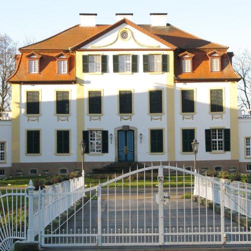 Maler Bielefeld, Denkmalpflege: Neuanstriche innen und außen im Schloss Hüffe in Preußisch Oldendorf durch Stenner und Keitel