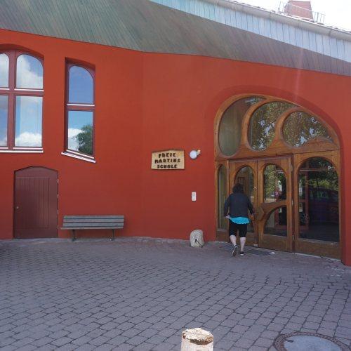 Maler Bielefeld, mineralische Fassaden-Dämmung und farbige Lasierung der Dachüberstände durch Stenner und Keitel
