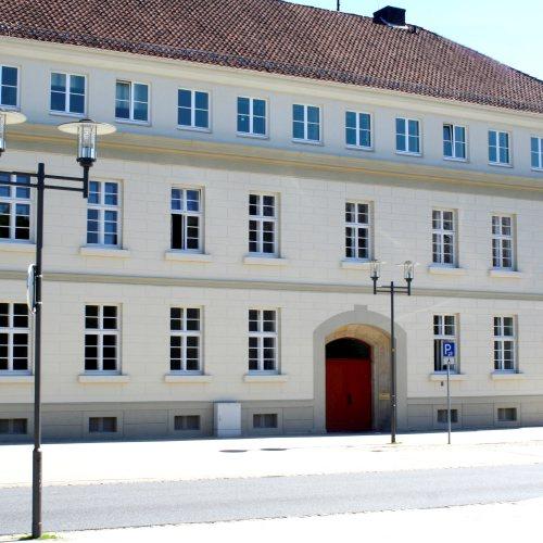 Maler Bielefeld, Fassaden-Gestaltung am Ferdinand-Brune-Haus in Detmold durch Stenner und Keitel