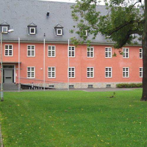 Maler Bielefeld: Fassaden-Gestaltung an der Richthofenkaserne in Detmold durch Stenner und Keitel