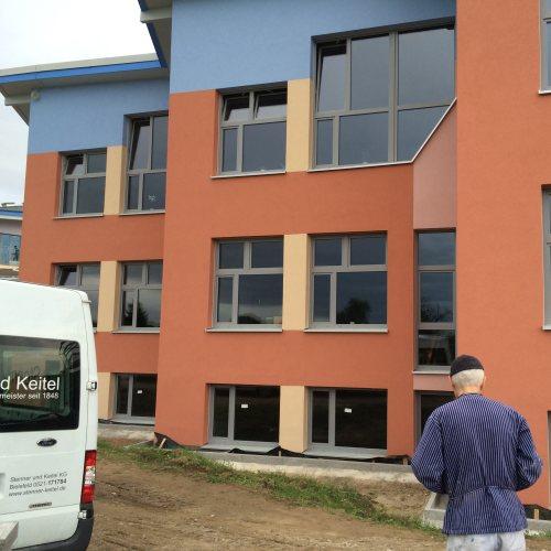 Maler Bielefeld, Fassaden-Gestaltung einer Schule in Karlsruhe durch Stenner und Keitel