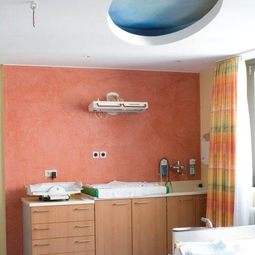 Maler Bielefeld, Innenraum: Wickelbereich im Klinikum Bielefeld-Mitte, Gebutsstation Babytown